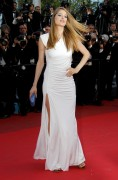 *Adds x 148*Doutzen Kroes Poses On The Red Carpet @ The Screening of 'The Beaver' in Cannes May 17th HQ x 10